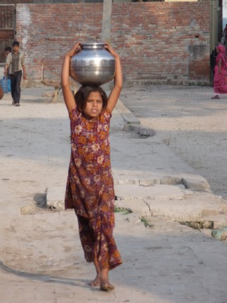 A young girl carries water home, Agra India.